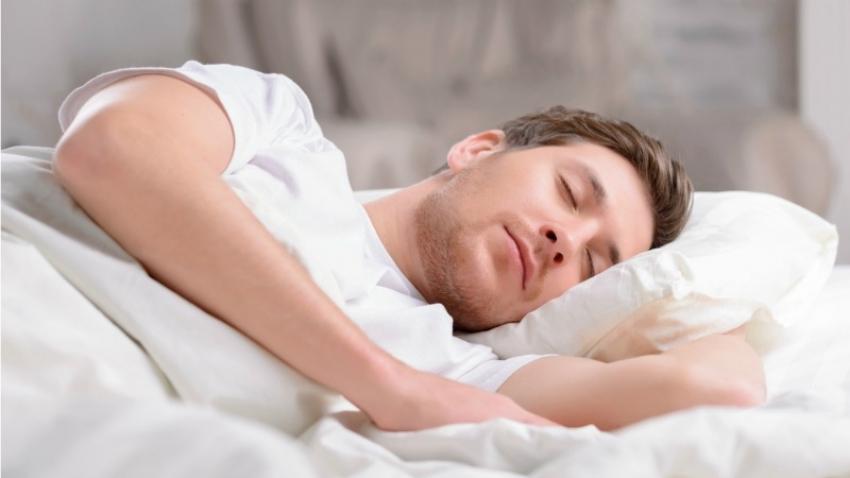 Sağlıklı uyku için odayı havalandırın