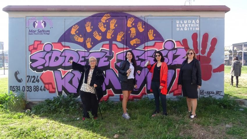 Bursa'da trafolar kadınlar için renklendi