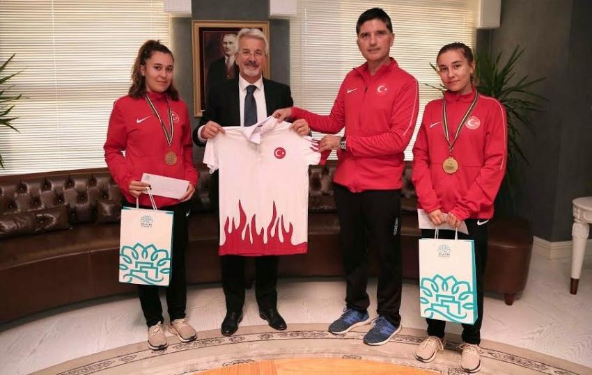 Başkan Erdem dünya şampiyonlarını ağırladı