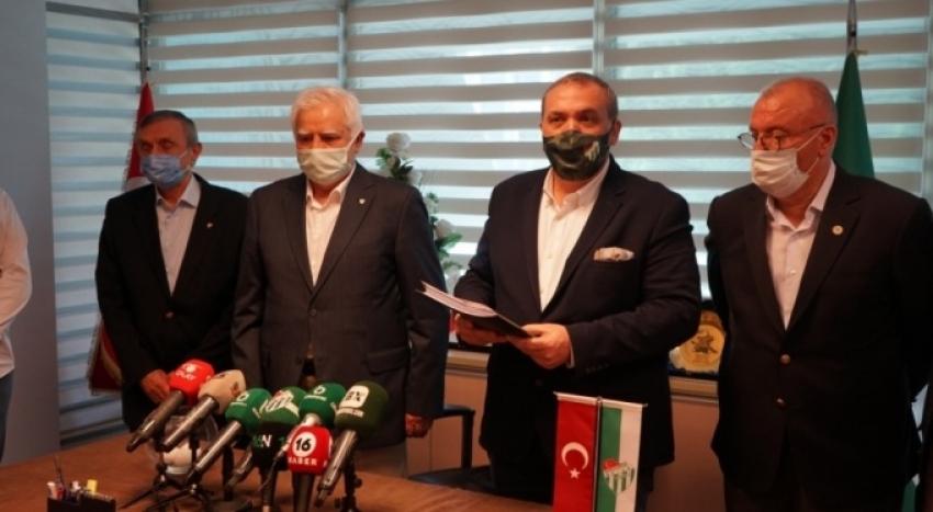 Bursaspor'da Erkan Kamat başkanlık için listesini sundu