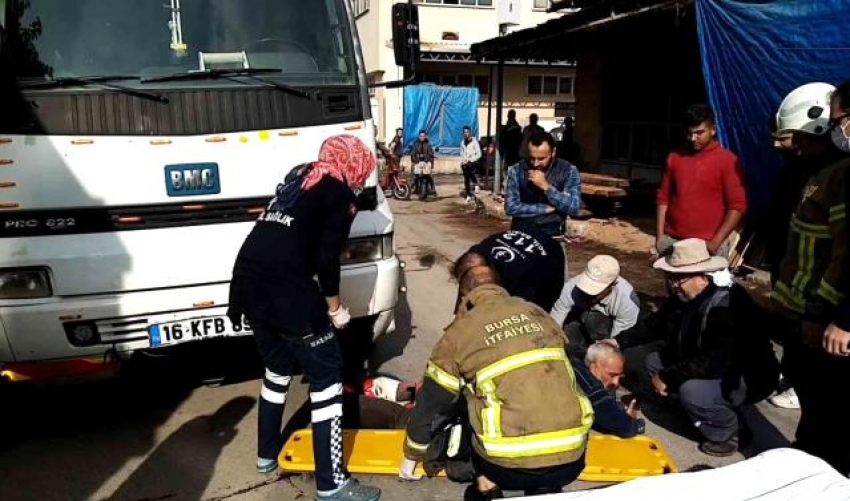 Bursa'da tomrukla kamyon arasında sıkışan şoförün bacağı koptu