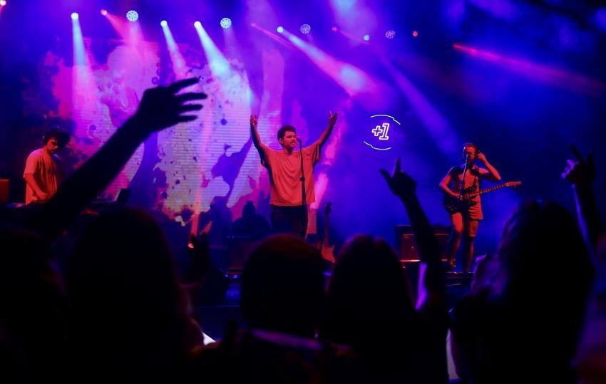 Niüfer +1 Güz Konserleri'nde 'Evdeki Saat' zamanı