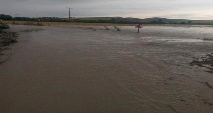 Köy sular altında kaldı