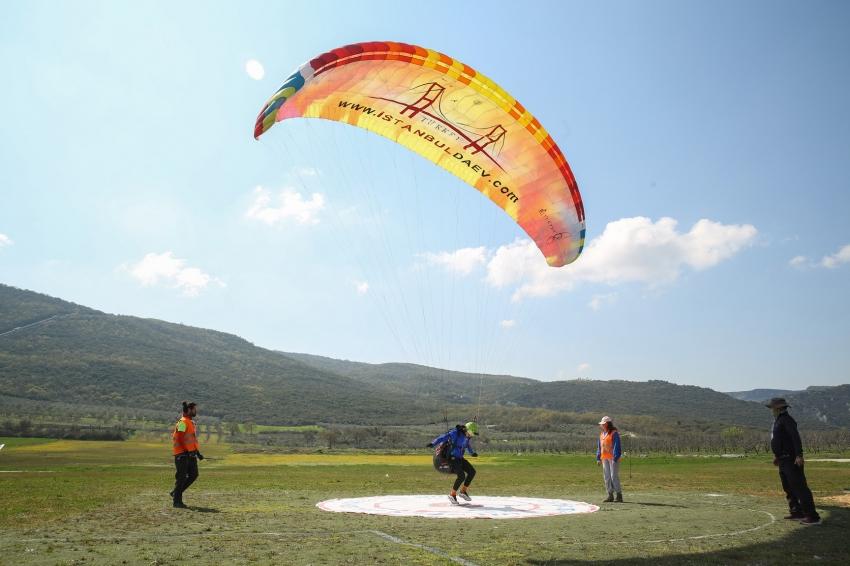Bursa'da yamaç paraşütü şampiyonasına rüzgar engeli