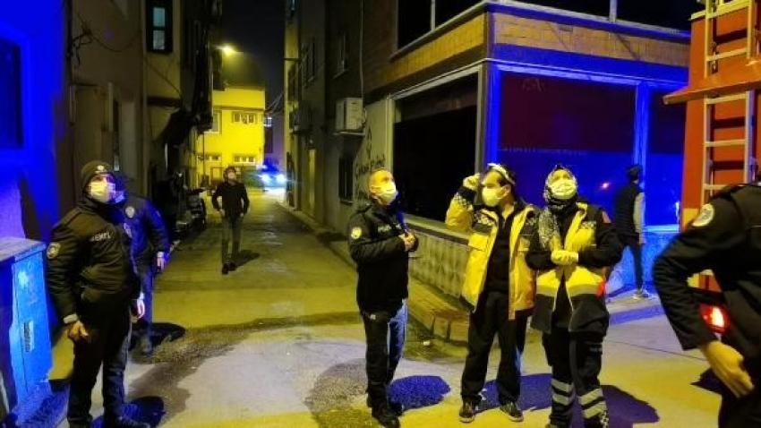 Bursa'da yangını görüp sokağa çıkan meraklı vatandaşları polis evlerine gönderdi