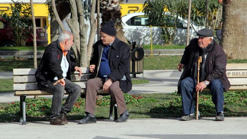 65 yaş ve üstüne sokağa çıkmaları sınırlandırıldı.