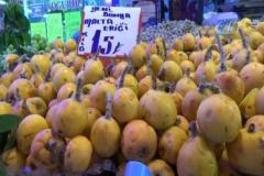Yaz meyveleri tezgaha indi, fiyatlar el yakıyor