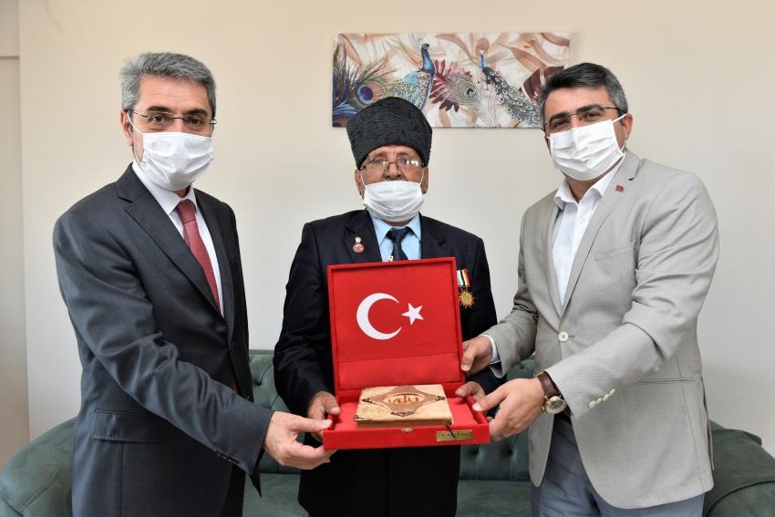 Yıldırım Belediye Başkanı Yılmaz'dan 89 yaşındaki gaziye ziyaret