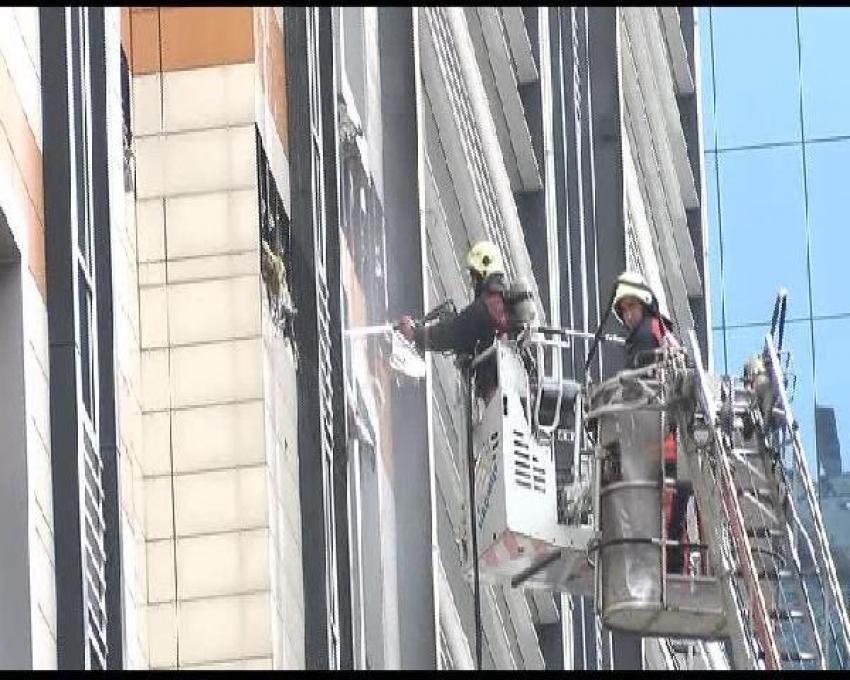İş merkezinde korkutan yangın: 1 yaralı