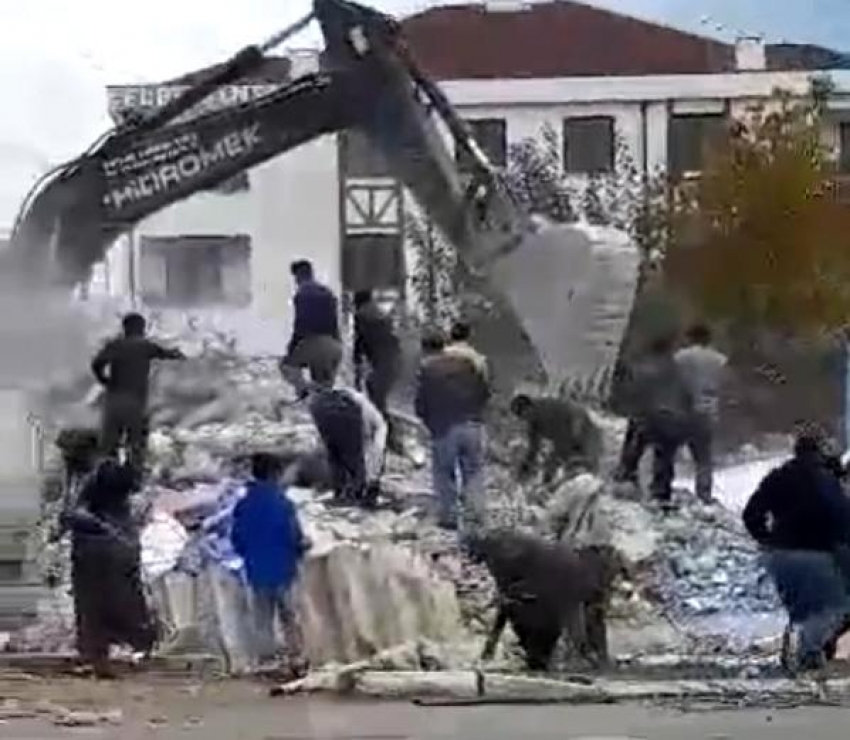 Bursa'da canlarını hiçe sayıp, demir toplamaya çalıştılar