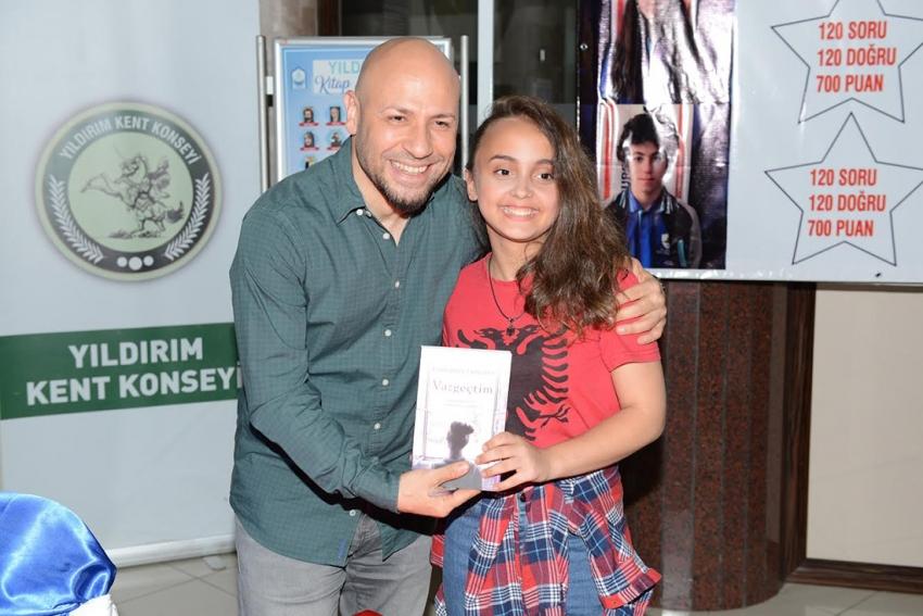 Yazar Tazeoğlu, Yıldırımlı okurlarıyla buluştu