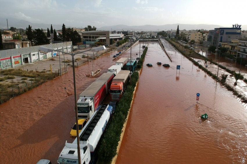 Yunanistan'ı sel vurdu: 10 ölü