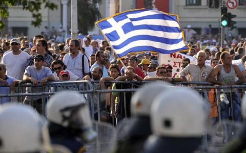 Yunanistan'ı onlar yaktı! Müthiş maaş...