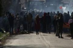 Yunanistan'dan sınıra dayanan mültecilere gazlı müdahale