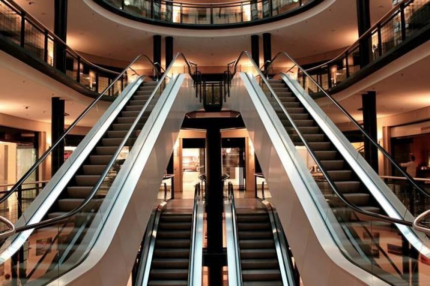 Yürüyen merdivenlerdeki tehlike!