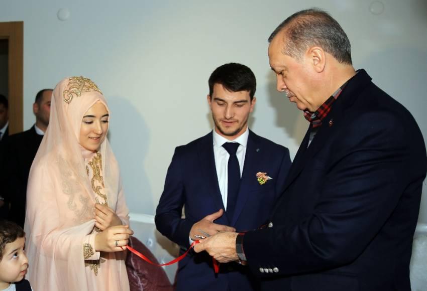 Yüzükleri Cumhurbaşkanı Erdoğan taktı