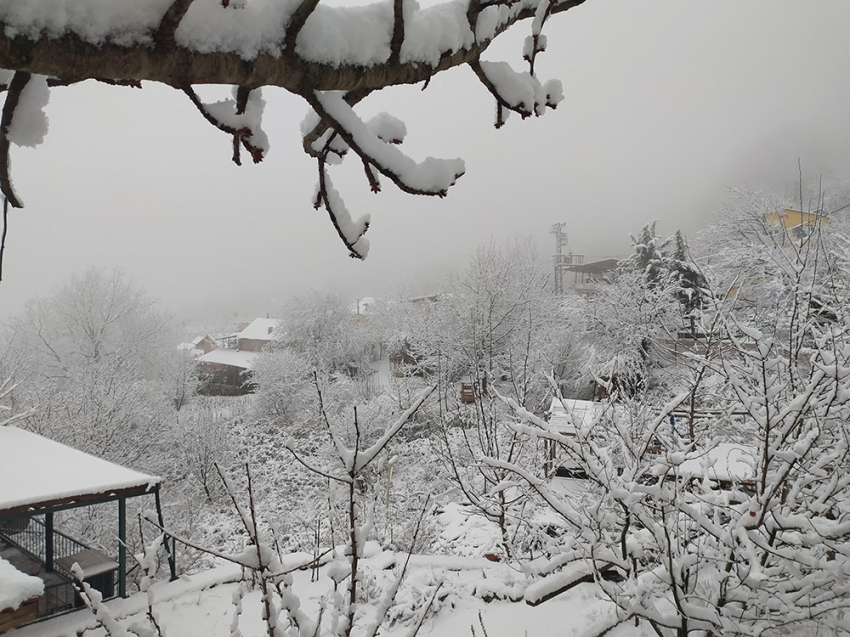 Bursa'nın meşhur köyü beyaza büründü