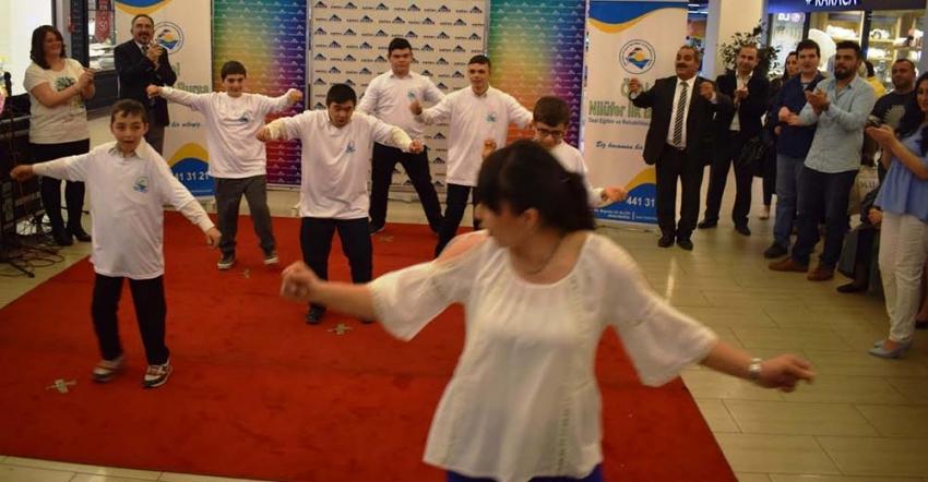 Zafer Plaza AVM'de özel çocuklardan özel sergi