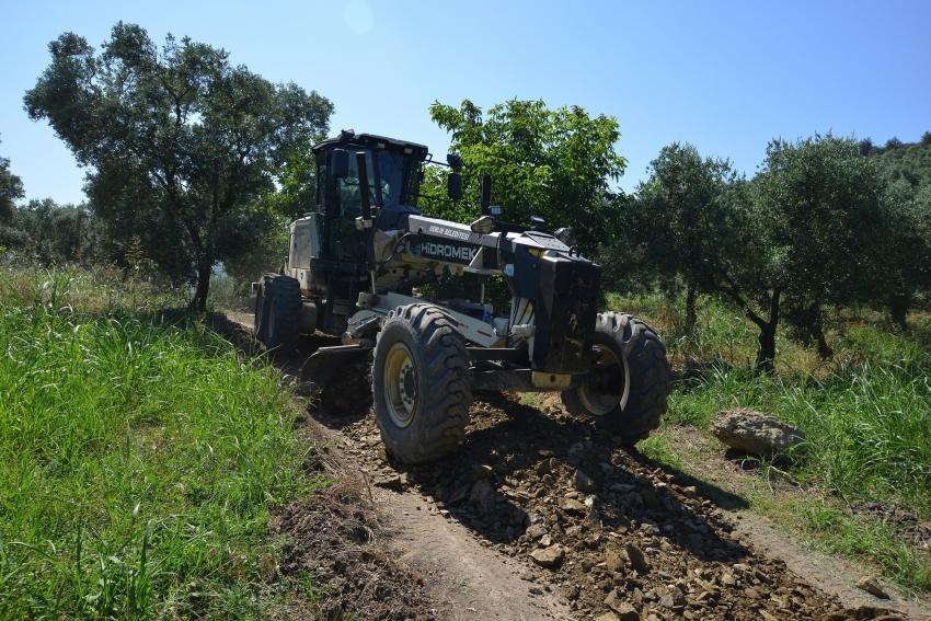Gemlik Belediyesi'nin tarıma desteği arazi yollarıyla devam ediyor