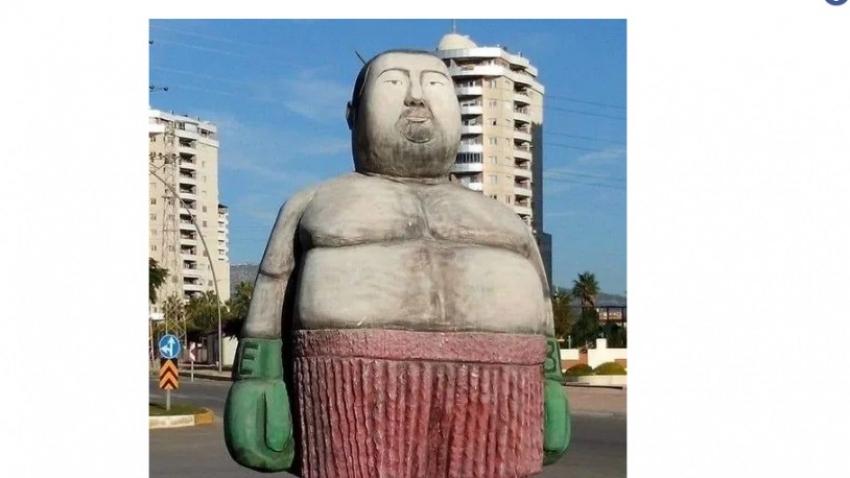 Mersin'deki heykel Ata Demirer'e benzetildi, sosyal medyada gündem oldu